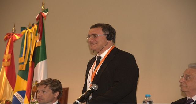 Nouriel Roubini e Arthur Hayes da BitMex debatem em conferência na