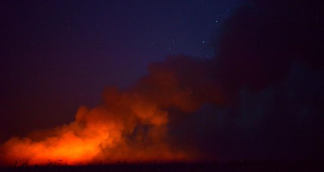 Floresta amazônica em chamas em Canarana, no Mato Grosso