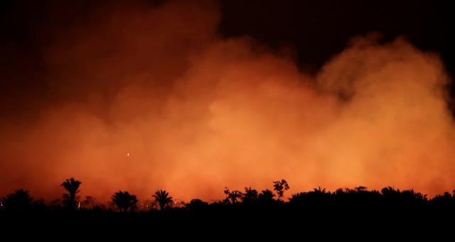 Fumaça decorrente de incêndios na Amazônia clareia céu na região de Humaitá, no Amazonas
