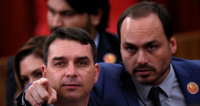 Carlos e Flávio Bolsoanaro