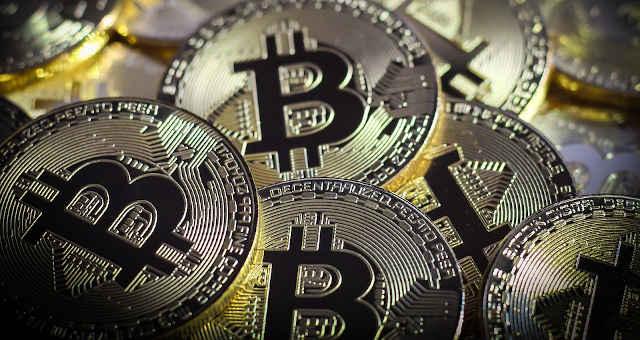 bitcoin moedas douradas