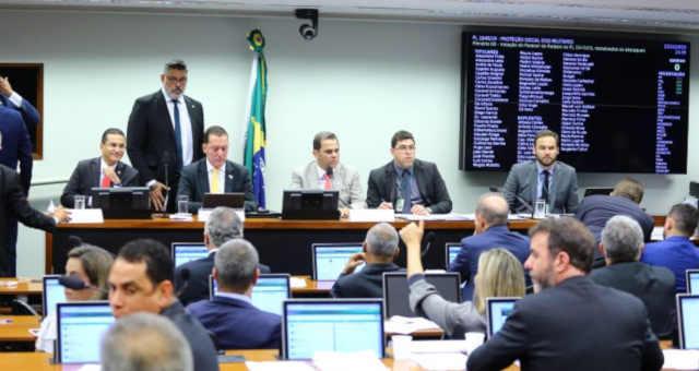 Câmara Comissão especial