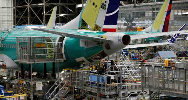 Montagem de um 737 Max na fábrica da Boeing em Renton, Washington (EUA)