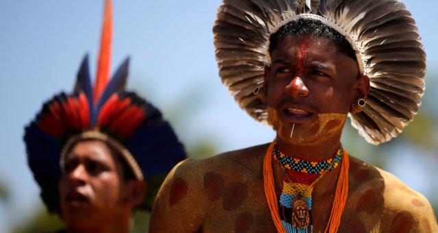 Indígenas das etnias pataxó e tupinambás