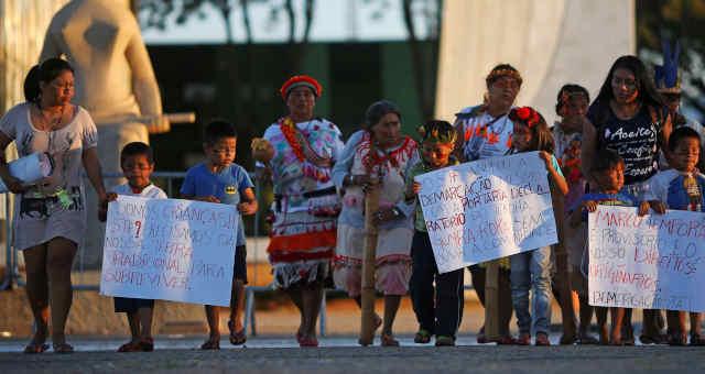 Protesto dos indígenas Guarani Kaiowá em frente ao Supremo Tribunal Federal, em Brasília