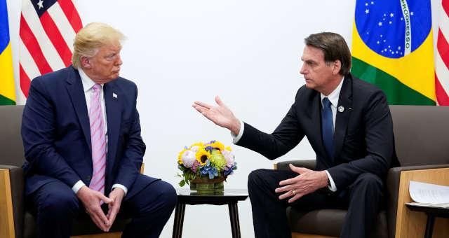 Presidente Jair Bolsonaro conversa com presidente dos EUA, Donald Trump, em Osaka