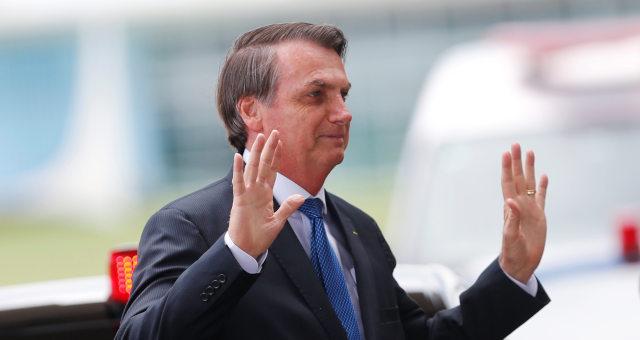 Presidente Jair Bolsonaro deixa Palácio da Alvorada