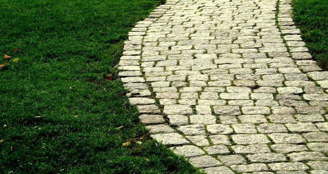 pavimentar caminho rua paralelepípedo