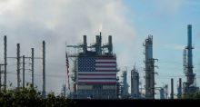 Refinaria de petróleo em Carson, Califórnia (EUA)