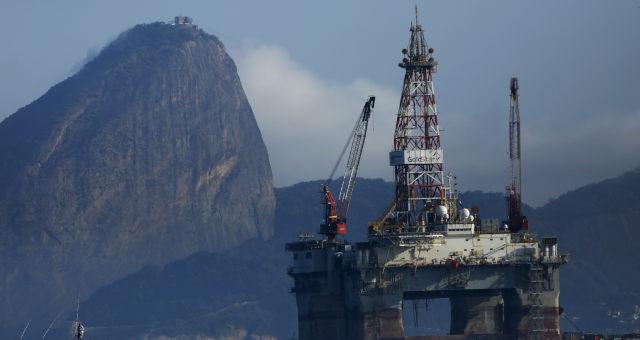 Plataforma de petróleo na Baía de Guanabara, Rio de Janeiro