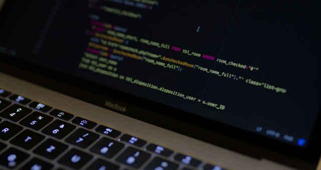 código hacker programação invasão computador notebook ameaça segurança