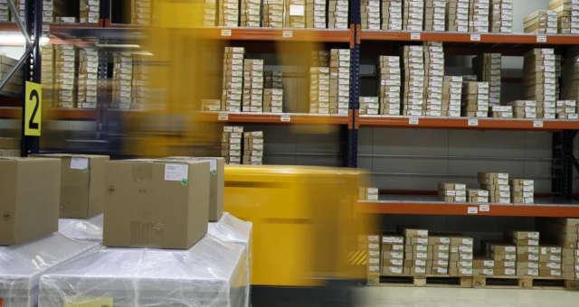 galpão logístico, logística, empilhadeira, estoque