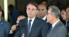 O preisidente Jair Bolsonaro, e o ministro de Minas e Energia, Bento Albuquerque, falam à imprensa após reunião no ministerio de Minas e Energia