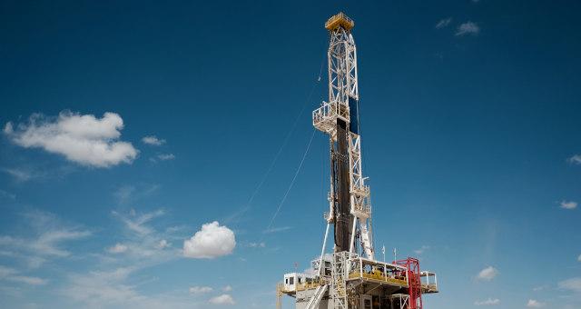 Sonda para exploração de petróleo em Midland, Texas (EUA)