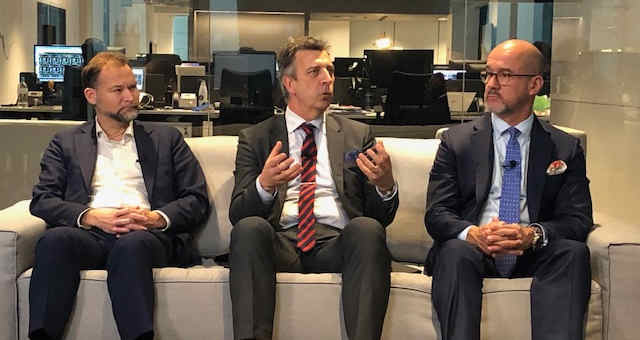Fredrik Sjöblom, Lars-Göran Larsson e Carlos Patiño, representantes da Nasdaq Market Technology