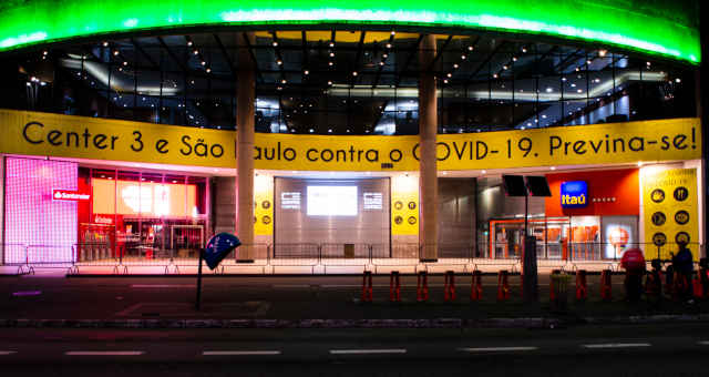 Shopping center Center 3, na Avenida Paulista, fechado pela quarentena do coronavírus
