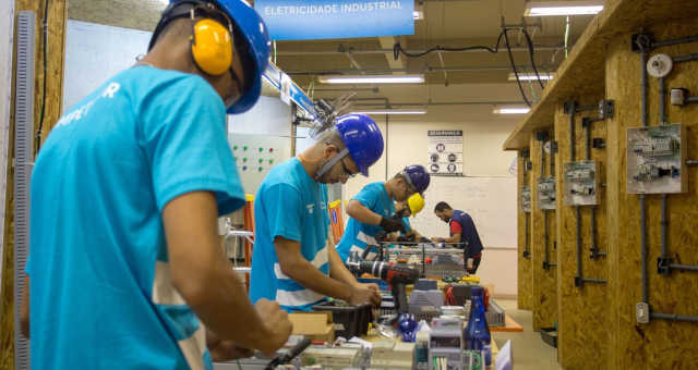 Indústria Emprego