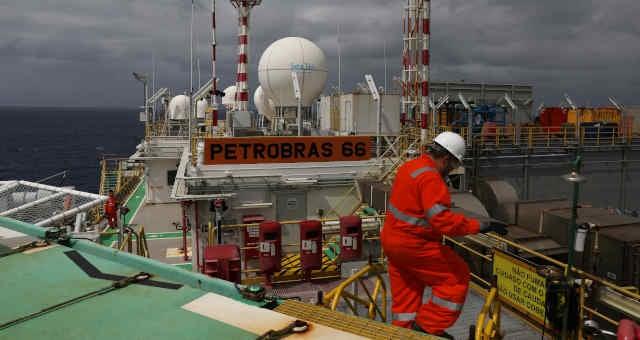 Plataforma da Petrobras na Bacia de Santos, litoral do Rio de Janeiro