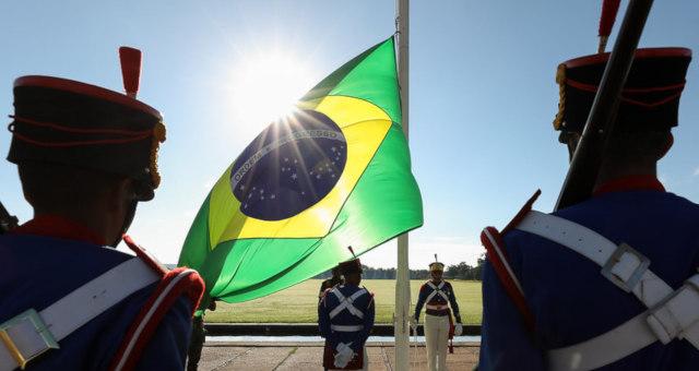 Militares Exército Bandeira Brasil