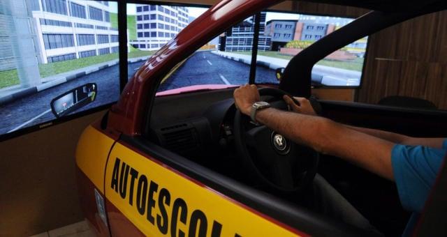 Auto-Escola Setor Automotivo Carro