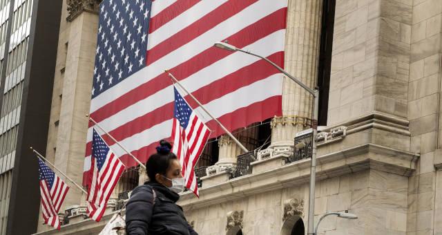 Wall Street EUA Mercados Coronavírus Máscara
