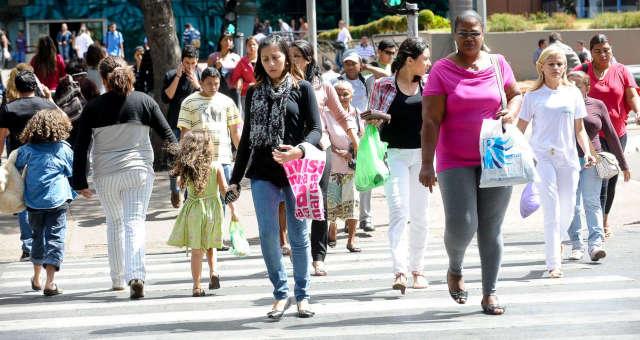 Multidão Consumo Comércio