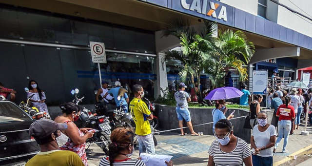 Auxílio Emergencial Caixa Econômica Federal Coronavírus Máscaras
