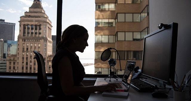 mulher-computador-trabalho