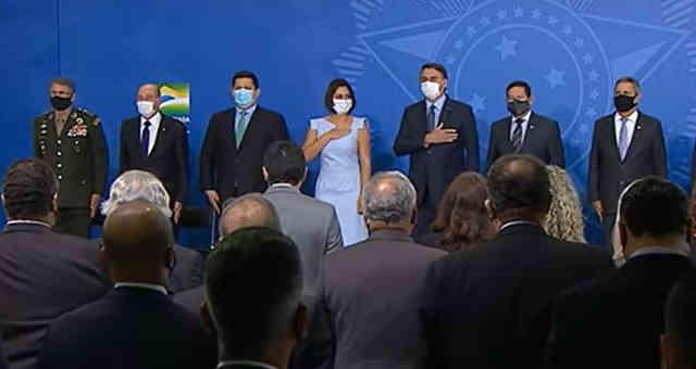 Jair Bolsonaro participa da posse de Pazuello como efetivo no Ministério da Saúde