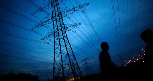 Energia elétrica, transmissão, torre de transmissão