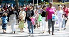 Multidão Consumo Desemprego