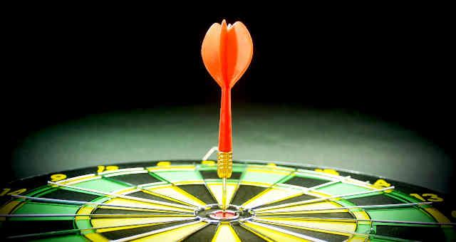 Jogo de dardos, alvo, acerto, precisão, investimentos, ganho, lucro, mercados