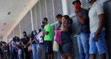 Auxílio Emergencial Desemprego Multidão Filas
