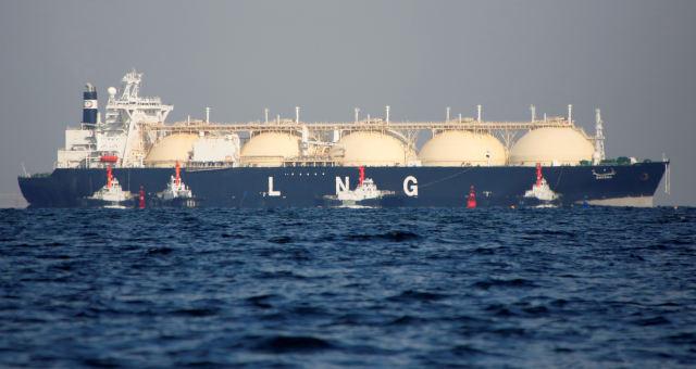 Navio transporta GNL