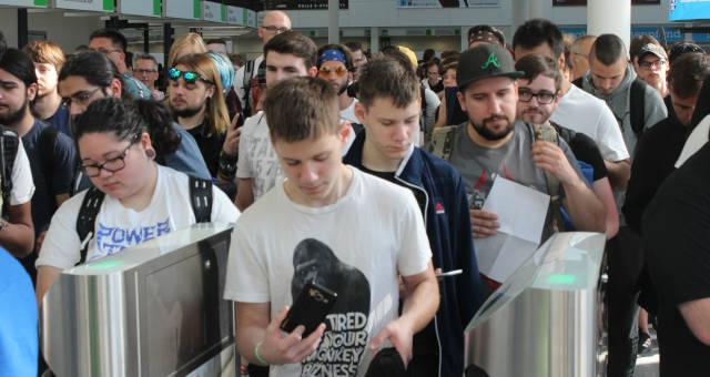 Millennials Jovens Multidão