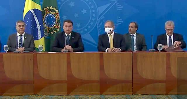 Entrevista coletiva do presidente Jair Bolsonaro, com o ministro da Economia, Paulo Guedes, e o presidente da Petrobras, Roberto Castello Branco, em 05 de fevereiro de 2021