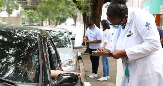 São Paulo - Início da vacinação contra covid-19 em pessoas acima de 90 anos na UBS Santo Amaro.