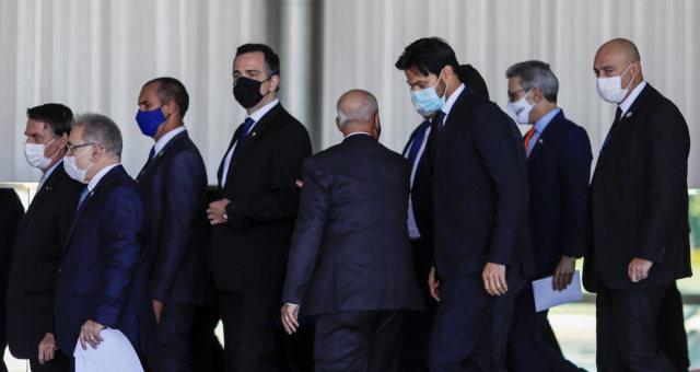 Bolsonaro e outras autoridades