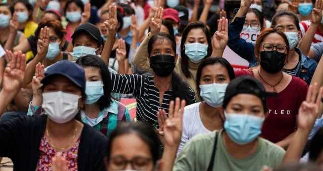 Manifestantes protestam contra golpe em Mianmanr
