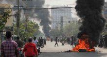 Protestos contra golpe militar na cidade Mandalay, em Mianmar