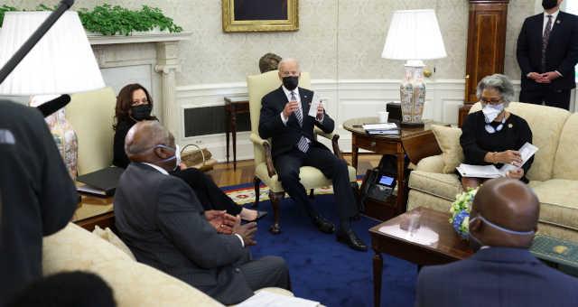 Biden durante reunião com parlamentares na Casa Branca