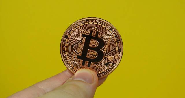 kitos valiutos pavyzdžiui bitcoin
