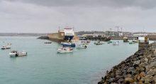 Frota de navios de pesca franceses no litoral da llha de Jersey