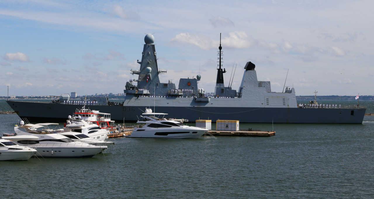 Navio britânico de guerra HMS Defender