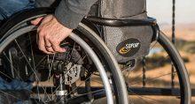 Cadeira de rodas cadeirante deficiente físico