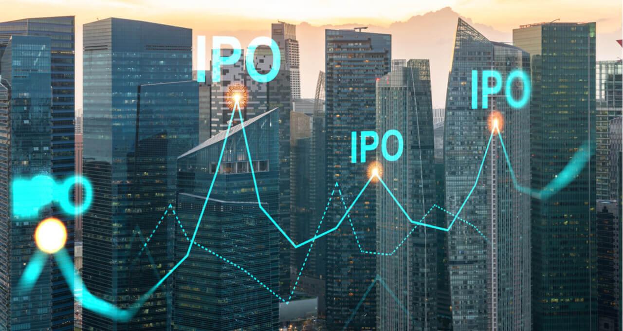 Gráfico com vários IPOs em primeiro plano. Ao fundo, uma cidade com vários arranha-céus