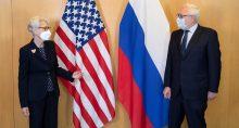 Vice-secretária de Estado dos EUA, Wendy Sherman, ao lado do vice-ministro russo das Relações Exteriores