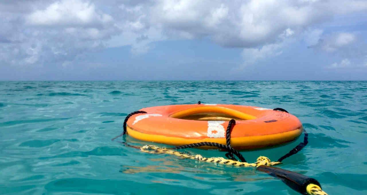 Boia salva-vidas, investimentos, esperança, prejuízo, socorro, ajuda