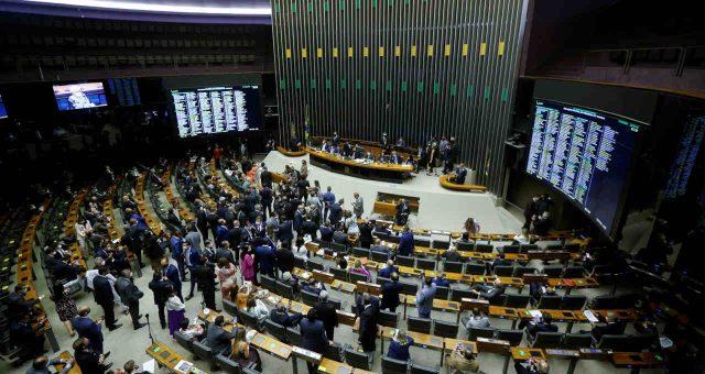 Ainda sem apoio suficiente, governo, relator e presidente da Câmara negociam PEC dos Precatórios