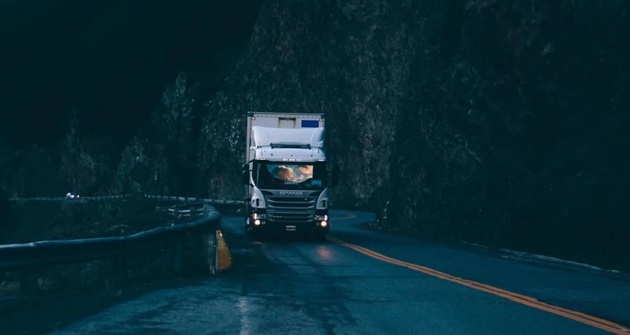 Caminhão Transportes